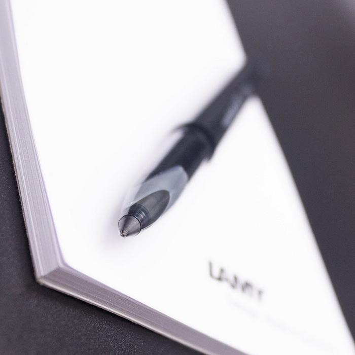 Макросъёмка пишущего узла Uni-ball Air