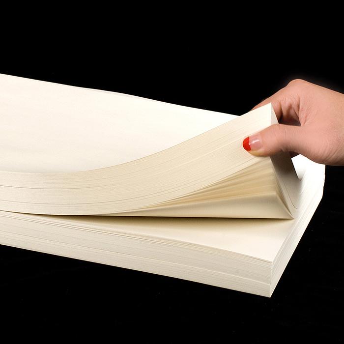 Стопка писчей бумаги на 1000 листов для привлечения внимания